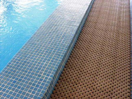 Качественное покрытие под бассейн в Крыму и Симферополе предлагает купить компания «Бассейн Торг». Безопасное напольное покрытие для надувного бассейна по доступным ценам!