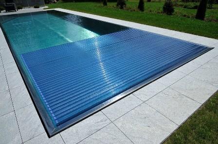 Купите выгодно качественное покрытие для бассейна в Крыму и Симферополе в компании «Бассейн Торг». Мы предлагаем широкий выбор покрытий: резиновое, покрытие для бетонных и ПВХ-бассейнов.