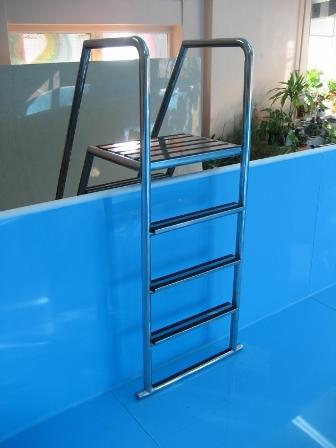 Недорого купить лестницы для сборных, каркасных бассейнов в Крыму и Симферополе предлагает компания «Бассейн Торг». Надежные и безопасные конструкции из нержавейки по доступным ценам!